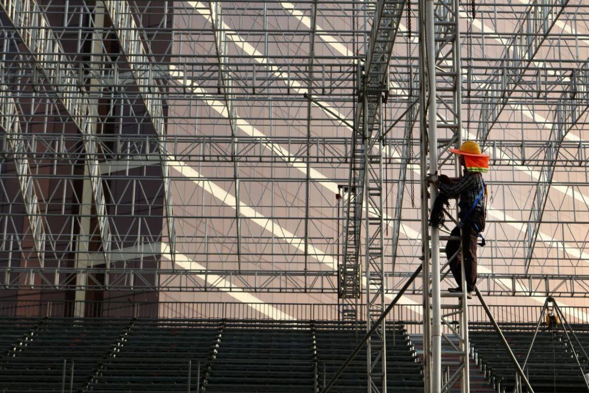 Siatki bezpieczeństwa w pracy na wysokościach